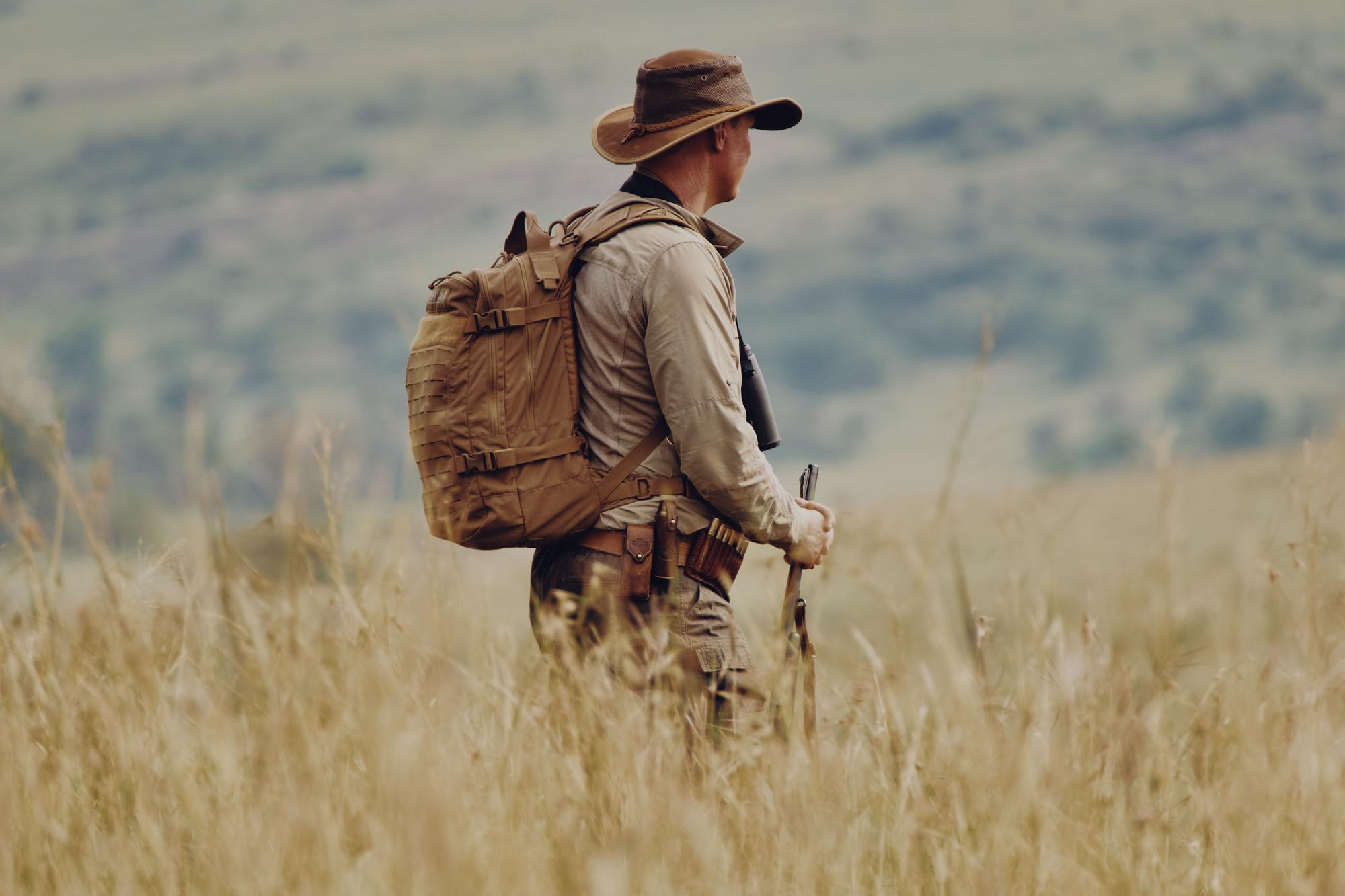 Kenya wlaking safari Asilia